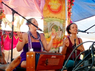 Helen & Calia at Bhakti Fest West in Joshua Tree, CA (photo by Amy Dawn Verebay)