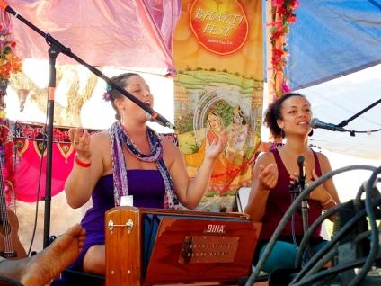 Helen & Calia at Bhakti Fest West in Joshua Tree, CA (photo by Amy Dawn Verebay)