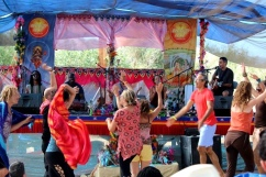 KSR at Bhakti Fest West in Joshua Tree, CA (photo by Jennifer Mazzucco)