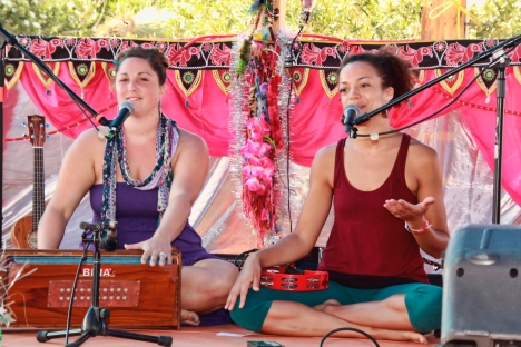 Helen & Calia at Bhakti Fest West in Joshua Tree, CA (photo by Shanti Scribe • www.shantiscribe.com)