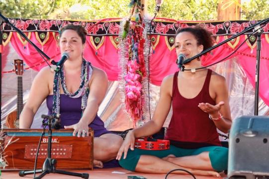 Helen & Calia at Bhakti Fest West in Joshua Tree, CA (photo by Shanti Scribe • www.shantiscribe.com)