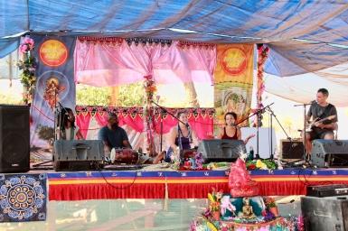 KSR at Bhakti Fest West in Joshua Tree, CA (photo by Shanti Scribe • www.shantiscribe.com)