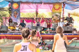 KSR at Bhakti Fest West in Joshua Tree, CA (photo by Shanti Scribe • www.shantiscribe.com)