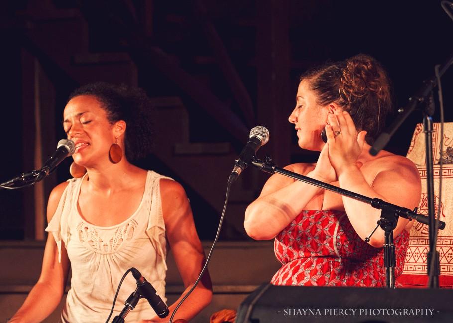 Calia sings:Helen claps